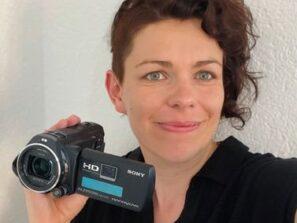 Marianne Ritter mit Kamera - Foto aus den Aarauer Nachrichten